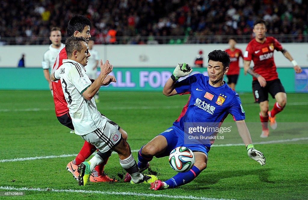 Cheng Zeng of Guangzhou Evergrande FC denies Rafinha of Bayern Muenchen during the FIFA Club World Cup Semi Final match between Guangzhou Evergrande FC and Bayern Muenchen at Agadir Stadium on December 17, 2013 in Agadir, Morocco.