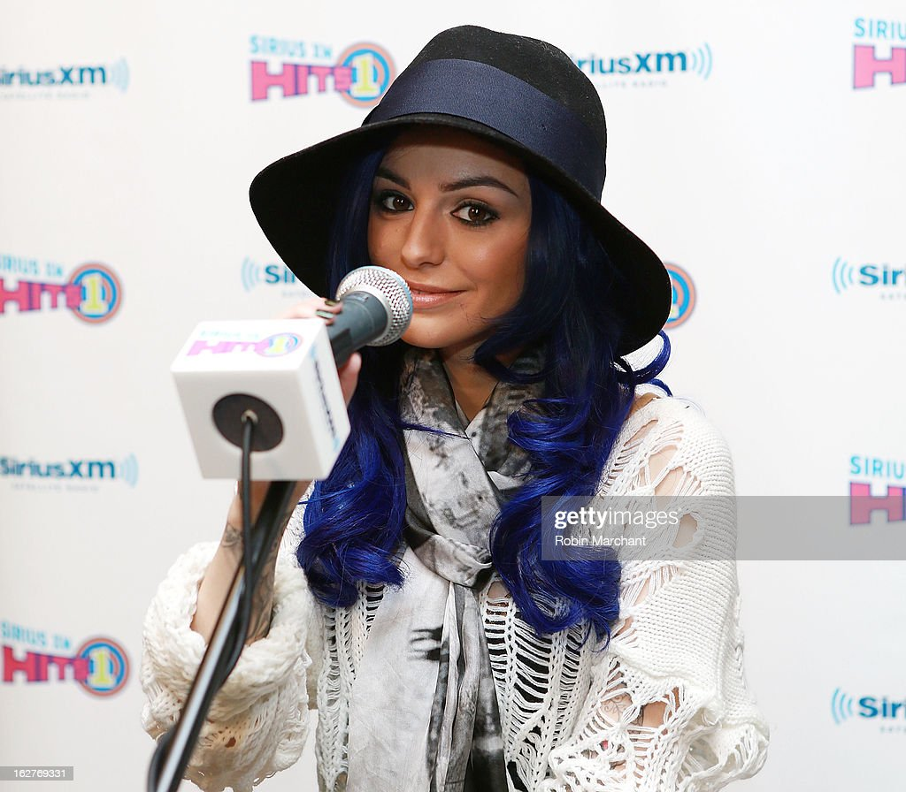 Cher Lloyd performs on SiriusXM Hits 1 in the SiriusXM studios on February 26, 2013 in New York City.