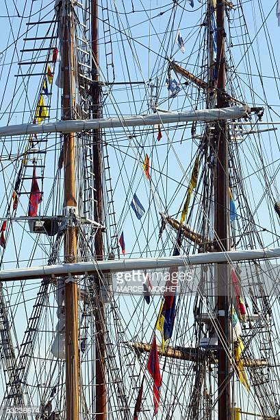 vue partielle de greements de grands voiliers prise le 14 Juillet 2005 dans le port de Cherbourg Pres d'une centaine de voiliers parmi les plus beaux...