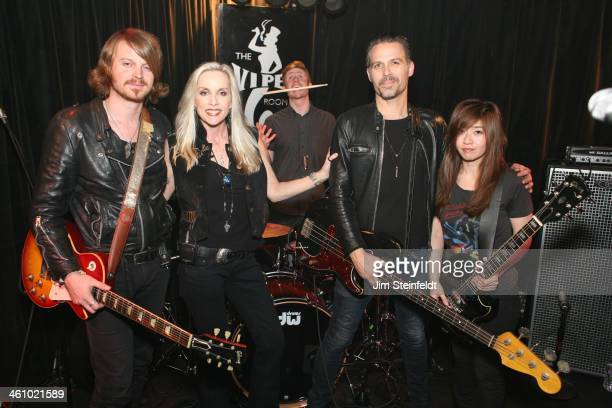Cherie Currie of the Rock band The Runaways poses with her band Nick Maybury Currie Jake Hays Grant Fitzpatrick and Mayuko Okai at the Viper Room in...