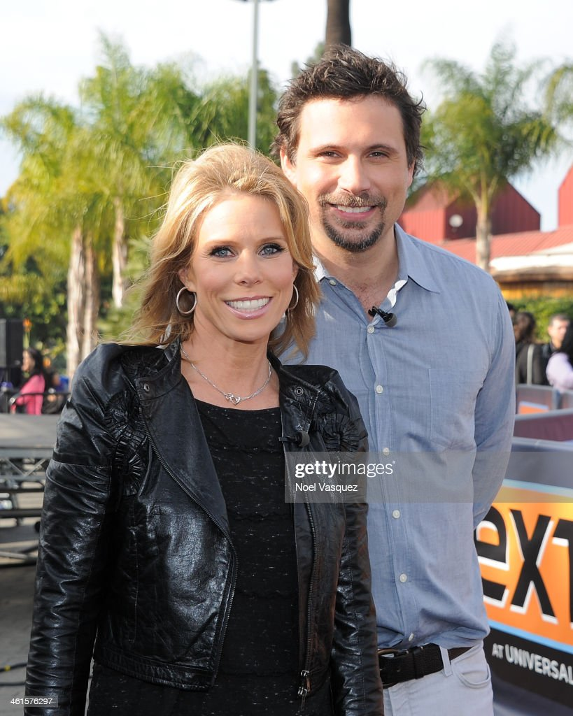 Cheryl Hines and Jeremy Sisto visit 'Extra' at Universal Studios Hollywood on January 9 2014 in Universal City California