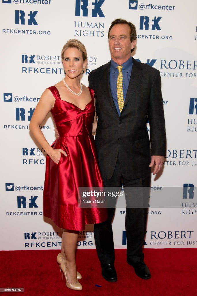 <a gi-track='captionPersonalityLinkClicked' href=/galleries/search?phrase=Cheryl+Hines&family=editorial&specificpeople=209249 ng-click='$event.stopPropagation()'>Cheryl Hines</a> and Robert F. Kennedy, Jr. attend the 2013 Ripple of Hope Awards Dinner at New York Hilton on December 11, 2013 in New York City.