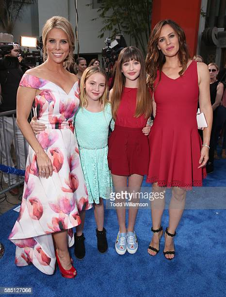 Cheryl Hines Talitha Bateman Malina Weissman and Jennifer Garner attend the premiere Of EuropaCorp's 'Nine Lives' at TCL Chinese Theatre on August 1...