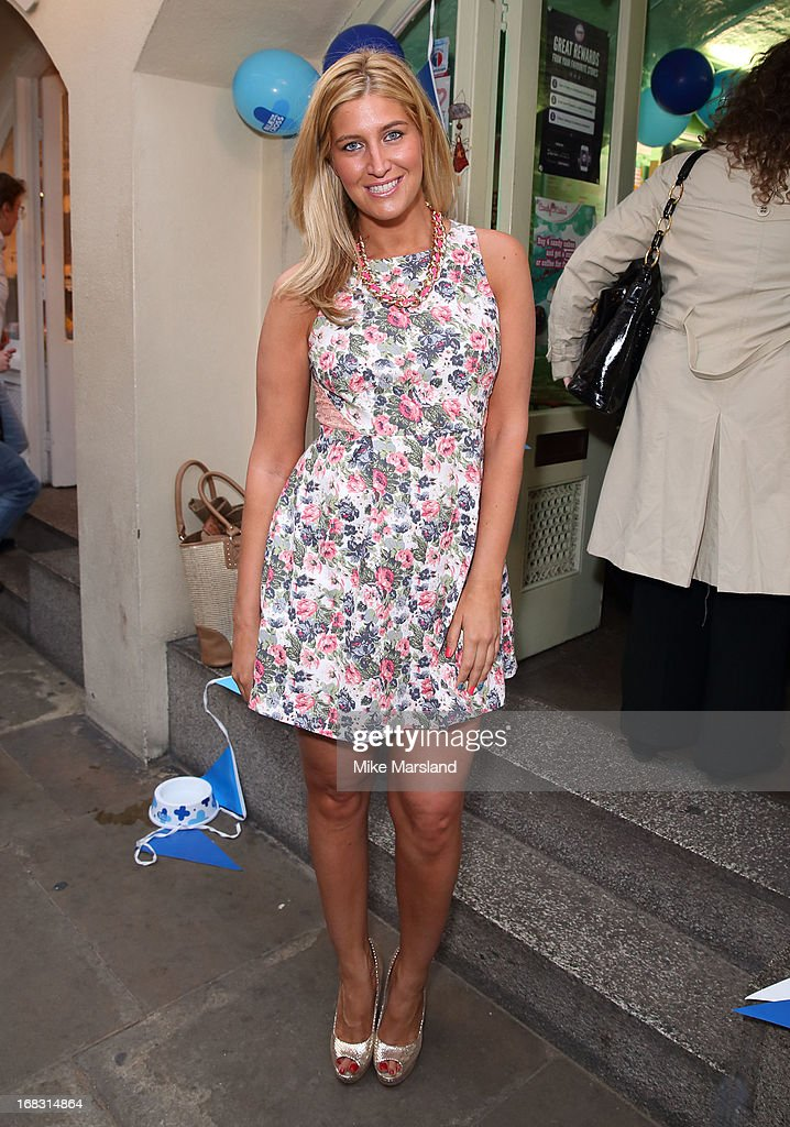 <a gi-track='captionPersonalityLinkClicked' href=/galleries/search?phrase=Cheska+Hull&family=editorial&specificpeople=7827985 ng-click='$event.stopPropagation()'>Cheska Hull</a> attends the Blue Cross tea party on May 8, 2013 in London, England.