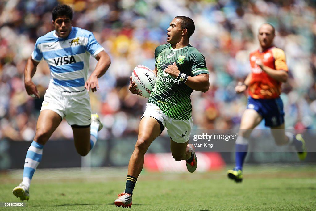 <a gi-track='captionPersonalityLinkClicked' href=/galleries/search?phrase=Cheslin+Kolbe&family=editorial&specificpeople=10178818 ng-click='$event.stopPropagation()'>Cheslin Kolbe</a> of South Africa makes a break during the 2016 Sydney Sevens Cup Quarter Final match between South Africa and Argentina at Allianz Stadium on February 7, 2016 in Sydney, Australia.
