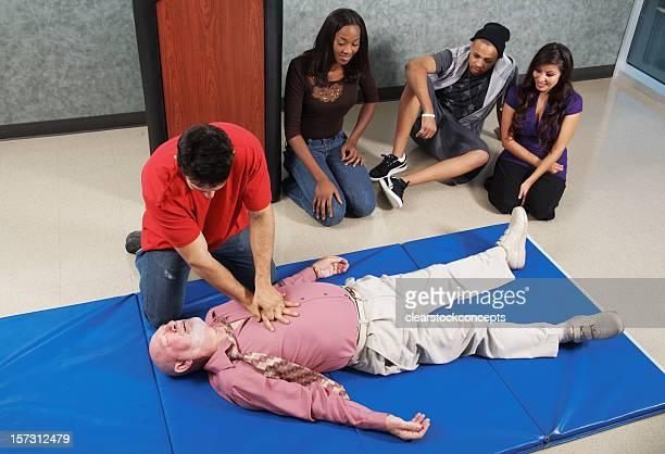 CPR compresses de la poitrine.