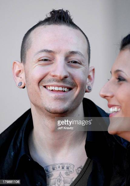 Chester Bennington of Linkin Park and guest during 2006 American Music Awards Arrivals at Shrine Auditorium in Los Angeles California United States