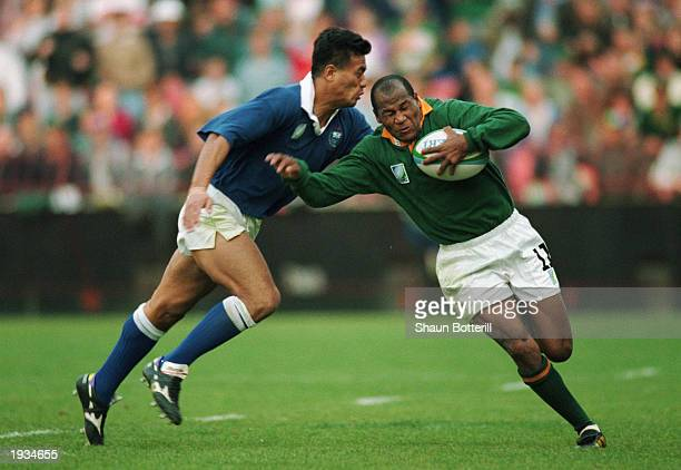 Chester Williams of South Africa runs with the ball during the 1995 Rugby World Cup QuarterFinal match between South Africa and Western Samoa held on...
