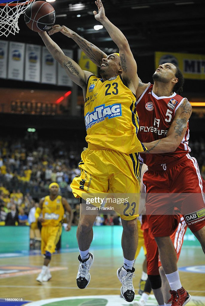 Chevon Troutman of Muenchen challenges Dashaun Wood of Berlin during the second leg of the playoff match between ALBA Berlin and FC Bayern Muenchen...