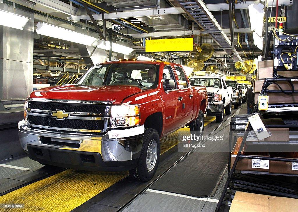 Gm president michigan governor visit flint assembly plant for General motors chevrolet customer service