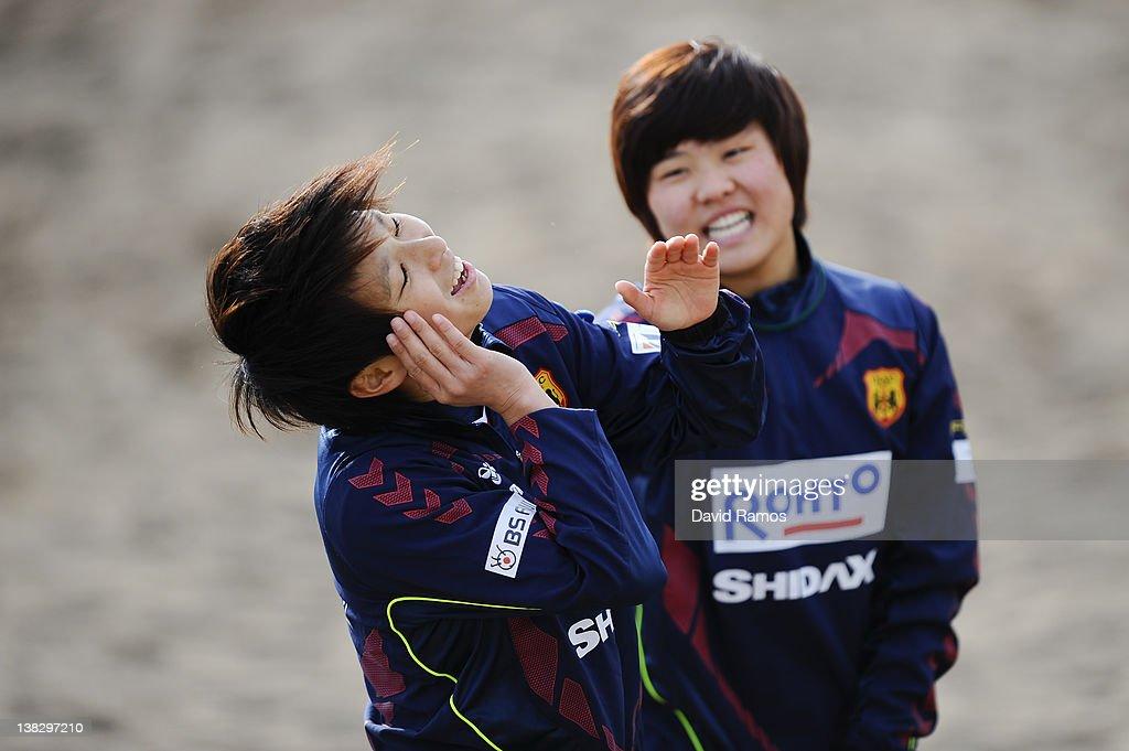Chiaki Minamiyama (R) and Ji So-Yun of INAC Kobe Leonessa Ladies joke during a training session at the Club Natacion Barcelona sport complex in La Barceloneta beach on February 5, 2012 in Barcelona, Spain.