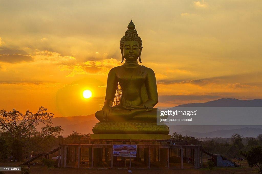 ChiangRai_Sunset on buddha (Tambon Bua Sali)