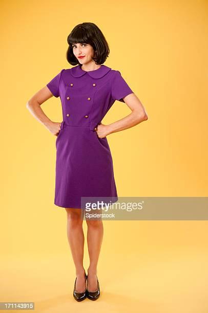 Mulher elegante em vestido Retro