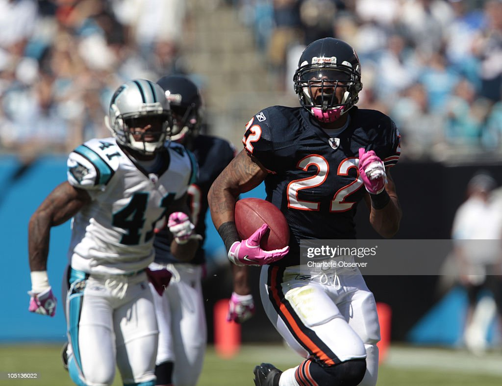 Chicago Bears running back Matt Forte runs for a touchdown in the first quarter against the Carolina Panthers at Bank of America Stadium in Charlotte, North Carolina, Sunday, October 10, 2010.