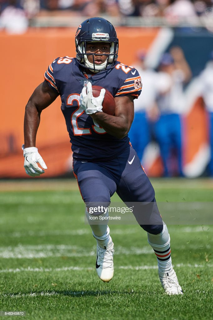 Chicago Bears running back Tarik Cohen (29) runs with the football . 90f5148e2