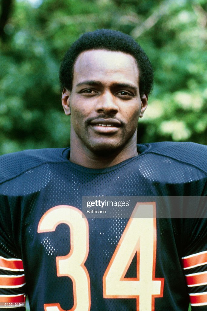 Chicago Bears running back <a gi-track='captionPersonalityLinkClicked' href=/galleries/search?phrase=Walter+Payton&family=editorial&specificpeople=216517 ng-click='$event.stopPropagation()'>Walter Payton</a>