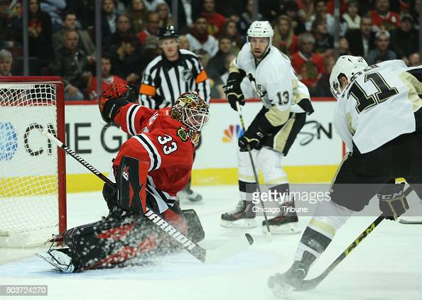 Chicago Blackhawks goalie Scott Darling prepares to stop a shot on goal by the Pittsburgh Penguins' Kevin Porter in the second period at the United...
