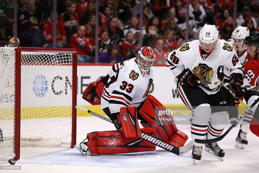 chicago-blackhawks-goaltender-scott-darling-watches-the-puck-sail-picture-id610189448