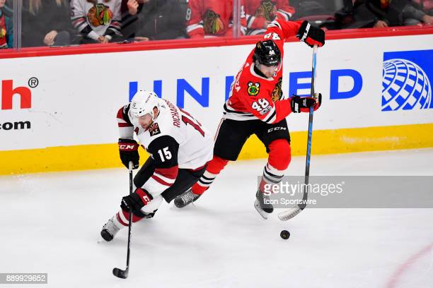 Chicago Blackhawks left wing Vinnie Hinostroza skates around Arizona Coyotes center Brad Richardson with the puck during the game between the Chicago...