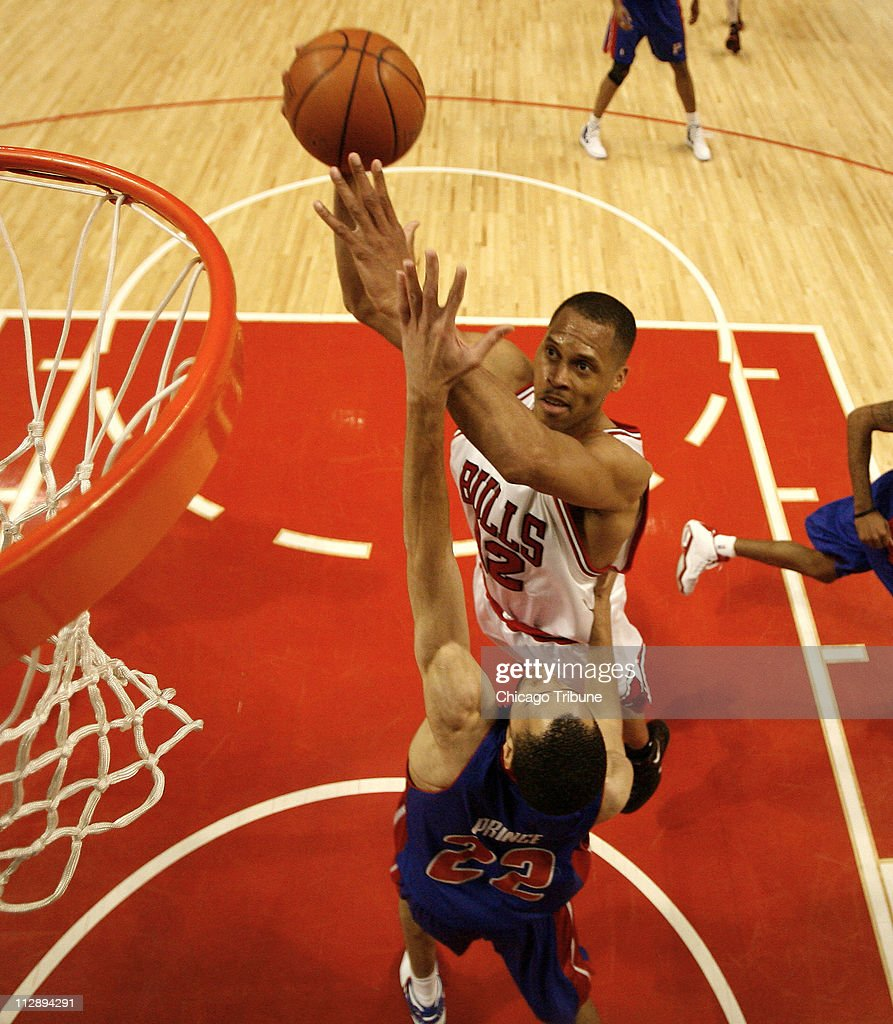 Chicago Bulls P J Brown drives to the basket against Detro