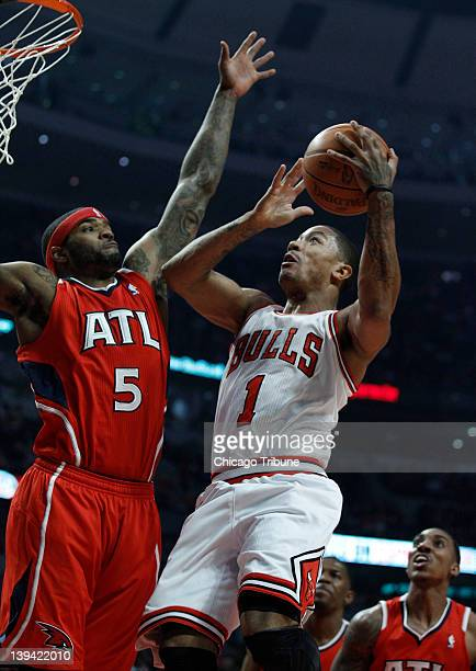 Chicago Bulls point guard Derrick Rose drives to the basket against Atlanta Hawks power forward Josh Smith during the first half of their game at the...