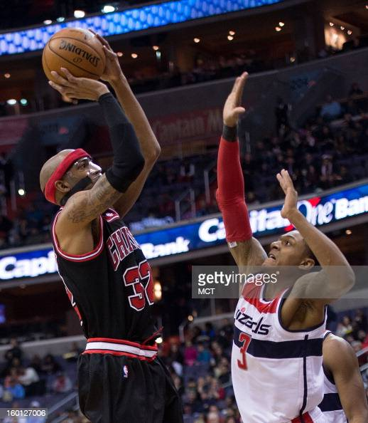 Chicago Bulls shooting guard Richard Hamilton shoots over Washington Wizards shooting guard Bradley Beal during the first half of their game played...