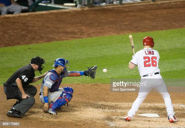 Chicago Cubs catcher Willson Contreras snaps up a pitch during game two of the NLDS between the Chicago Cubs and the Washington Nationals on October...