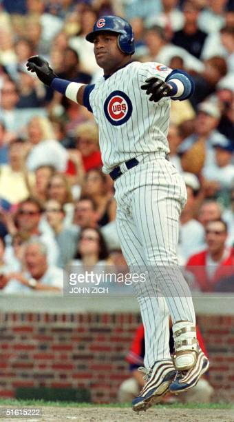 Chicago Cubs outfielder Sammy Sosa hops as he watches his 30th home run of the season in the seventh inning 30 June 1999 against the Milwaukee...