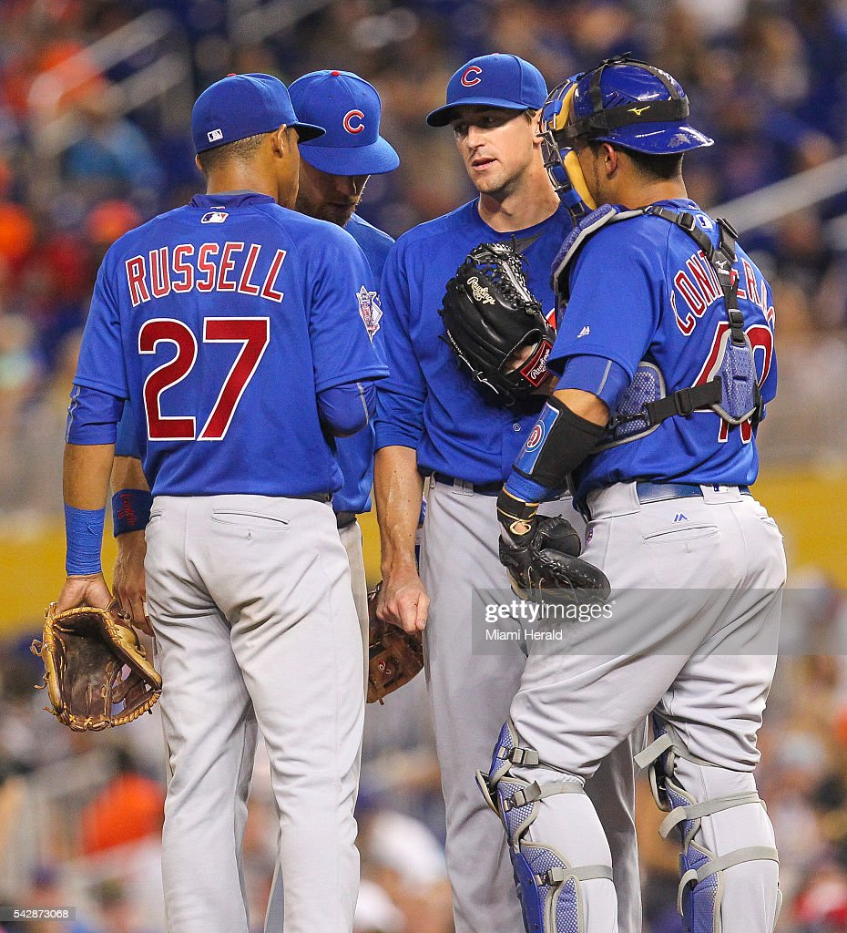 Chicago Cubs pitcher Kyle Hendricks, middle, huddles with his teammates in the third inning against the Miami Marlins on Friday, June 24, 2016, at Marlins Park in Miami.