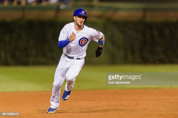 Chicago Cubs third baseman Kris Bryant runs from first to third on a Chicago Cubs second baseman Ian Happ single in the 1st inning during an MLB game...