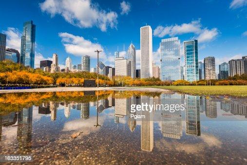 Chicago Illinois skyline reflection