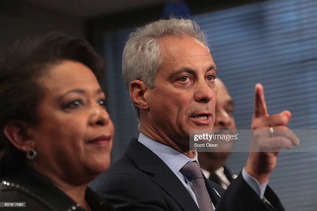 Chicago Mayor Rahm Emanuel (R) and U.S. Attorney General Loretta Lynch take questions at a press conference on January 13, 2017 in Chicago, Illinois. Lynch called the press conference to announce the release of a report which cited widespread abuses by officers in the Chicago police department following a 13-month investigation.