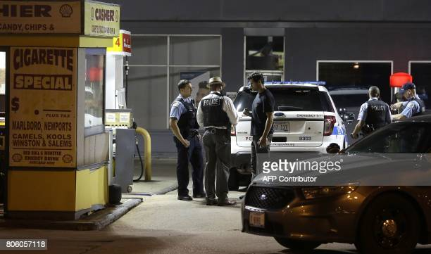 A Chicago Police detective talks to a clerk as he investigate the crime scene where a FBI Agent had his vehicle stolen from a gas station in the West...