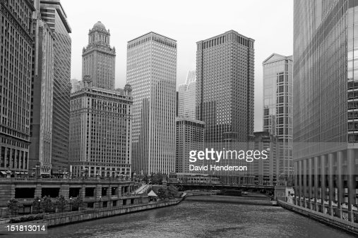 Chicago river and highrise buildings : Stock Photo