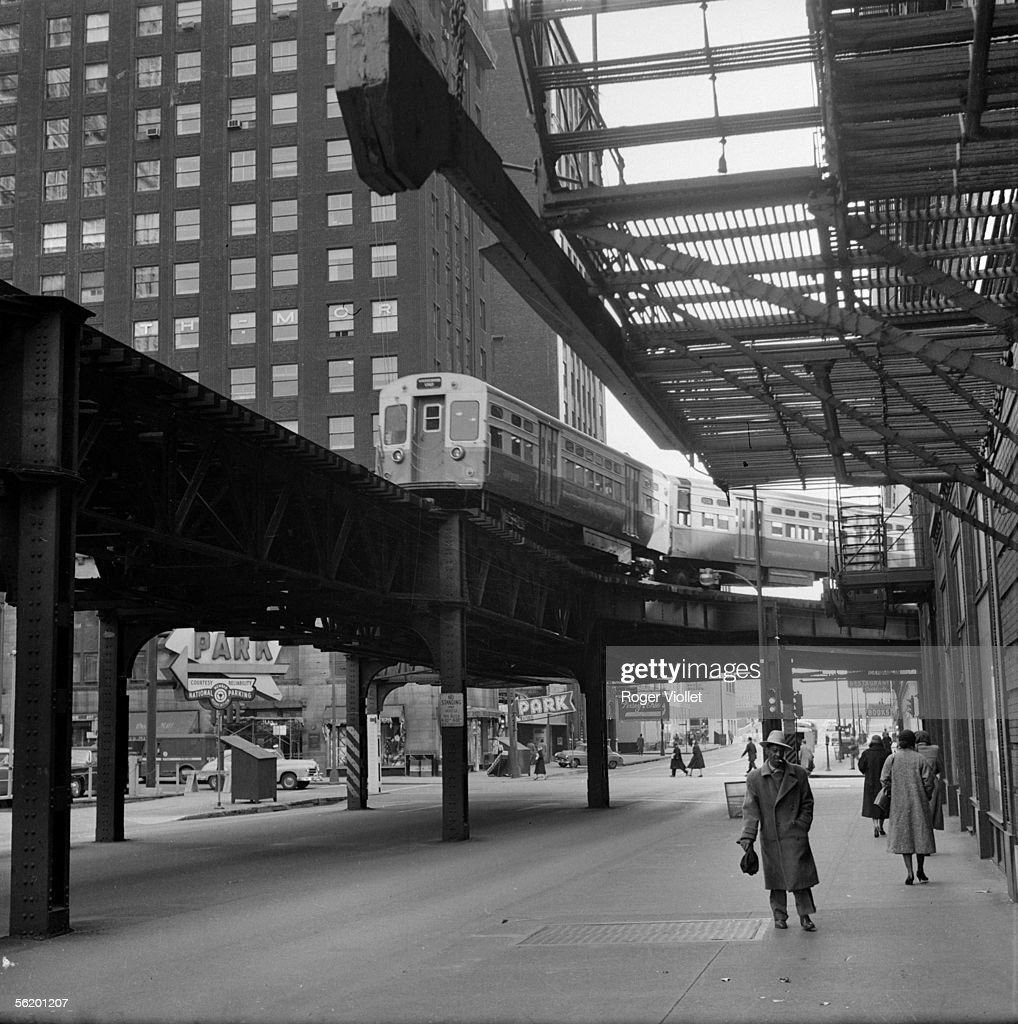 Chicago (Illinois, United States of America). The elevated railway in the 'Loop', the central business area. 1962.