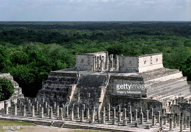 Chichén Itzá Yucatán State Mexico December 22 2004 The temple of the Warriors is seen from El Castillo