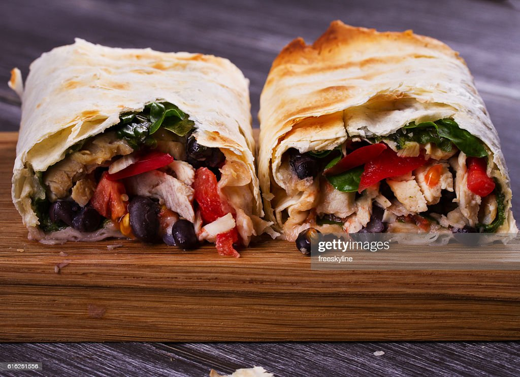 Chicken, Black Beans, Spinach and Tomato Burritos : Foto de stock