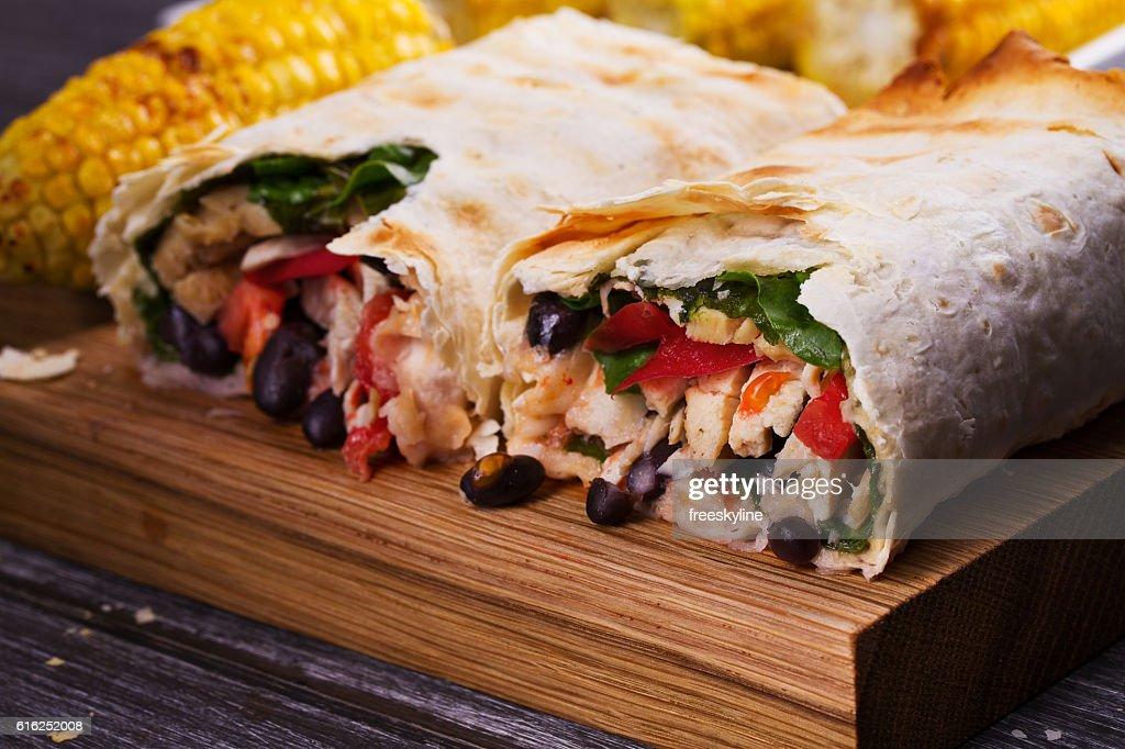 Chicken, Black Beans, Spinach and Tomato Burritos : Foto de stock