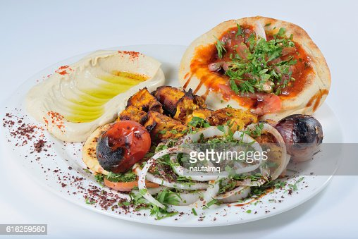 Chicken kabab with Khubz and Hummus : Foto de stock
