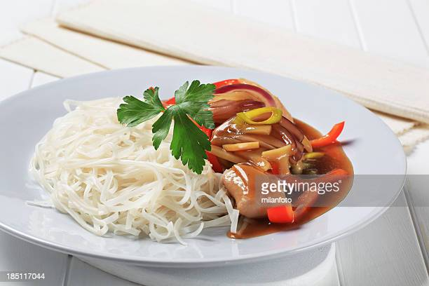 Chicken meat with rice noodles