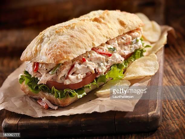 Sándwich de ensalada de pollo