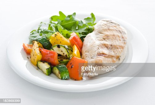 Chicken, vegetables and arugula salad