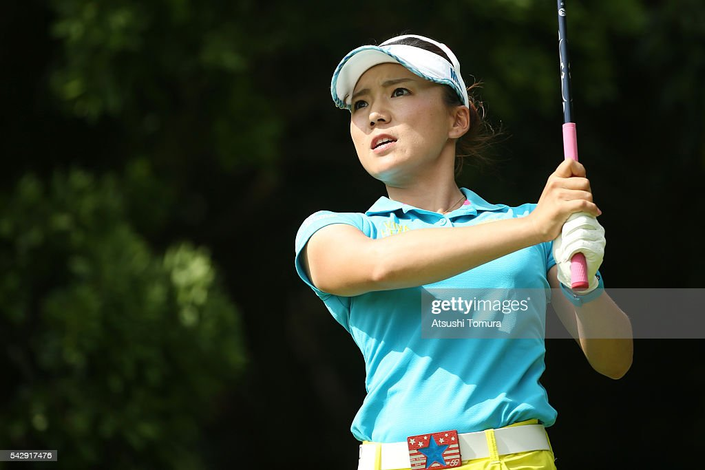 <a gi-track='captionPersonalityLinkClicked' href=/galleries/search?phrase=Chie+Arimura&family=editorial&specificpeople=4607395 ng-click='$event.stopPropagation()'>Chie Arimura</a> of Japan hits her tee shot on the 4th hole during the third round of the Earth Mondamin Cup at the Camellia Hills Country Club on June 25, 2016 in Sodegaura, Japan.