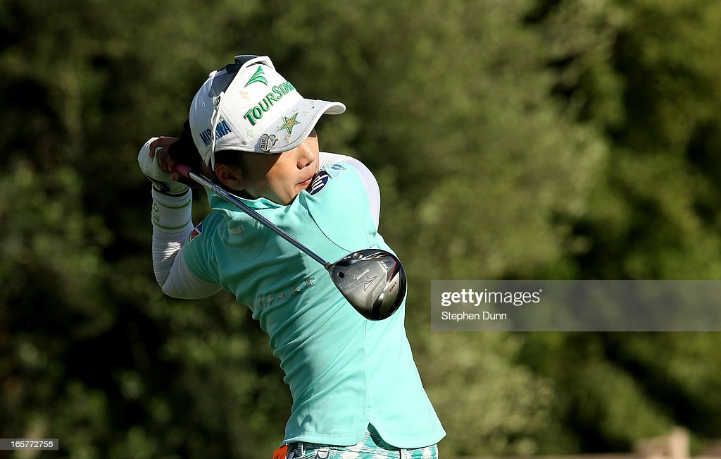 <a gi-track='captionPersonalityLinkClicked' href=/galleries/search?phrase=Chie+Arimura&family=editorial&specificpeople=4607395 ng-click='$event.stopPropagation()'>Chie Arimura</a> of Japan hits her tee shot on the third hole during the second round of the Kraft Nabisco Championship at Mission Hills Country Club on April 5, 2013 in Rancho Mirage, California.