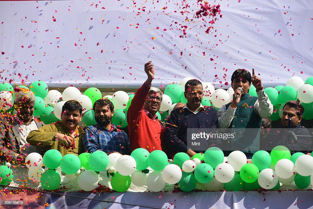 Chief Arvind Kejriwal alongwith party leaders Ashutosh, Ashish Khaitan, Sanjay Singh and Kumar Vishwas addressing supporters after victory in Delhi Assembly Election at AAP office in East Patel Nagar on February 10, 2015 in New Delhi, India.