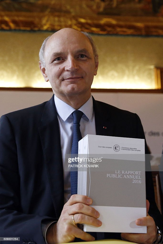 Chief Baron of the Court of Audit of France, Didier Migaud holds the annual report of the Court of Auditors for its presentation on February 10, 2016 in Paris. / AFP / PATRICK KOVARIK