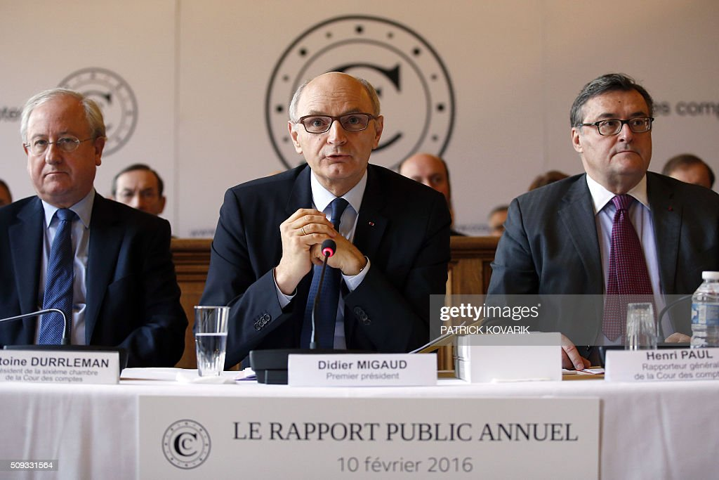 Chief Baron of the Court of Audit of France, Didier Migaud (C) speaks next to president of the sixth Chamber of France's public accounts court Antoine Durrleman (R) and General auditor Henri Paul (R) during the presentation of the annual report of the Court of Auditors on February 10, 2016 in Paris. / AFP / PATRICK KOVARIK