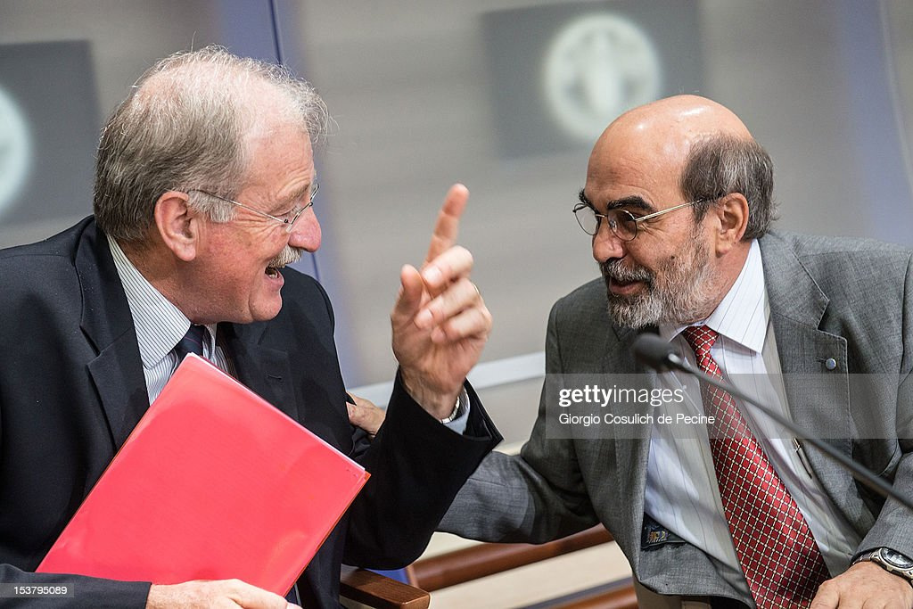 Chief Development Strategist of IFAD, Carlos Sere (L) and Director General of FAO, Jose Graziano Da Silva talk after a press conference for the presentation of the new hunger report 2012, at the FAO headquarters on October 9, 2012 in Rome, Italy. In the the latest report on food insecurity, the UN agencies estimated that 868 million people were suffering hunger in 2010-2012 with one out of every eight people in the world chronically undernourished.
