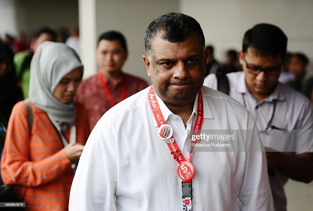 Chief Executive Officer AirAsia Group Tony Fernandes (C) attends a press conference on search efforts for missing AirAsia flight QZ8501 at the crisis centre of Juanda International Airport Surabaya on December 29, 2014 in Surabaya, Indonesia. AirAsia announced that flight QZ8501 from Surabaya to Singapore, with 162 people on board, lost contact with air traffic control at 07:24 a.m. local time on December 28.
