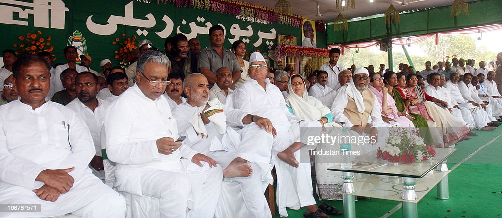RJD Chief Lalu Prasad Yadav and his wife Rabri Devi with other senior RJD leaders at Parivartan Rally at Gandhi Maidan on May 15, 2013 in Patna, India. Addressing his first major rally in Bihar in a decade, 65 year old RJD supremo called Chief Minister Nitish Kumar a dictator.